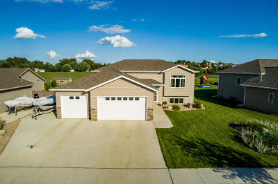 Mandan Single Family Home For Sale: 1800 Ridge Drive