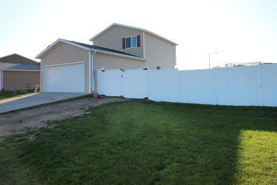 Bismarck Single Family Home For Sale: 1136 Madison Lane