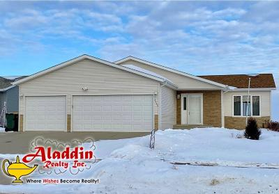 Bismarck ND Single Family Home For Sale: $305,000