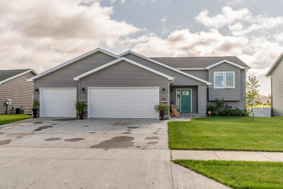 Mandan Single Family Home For Sale: 1400 Plains Bnd SE