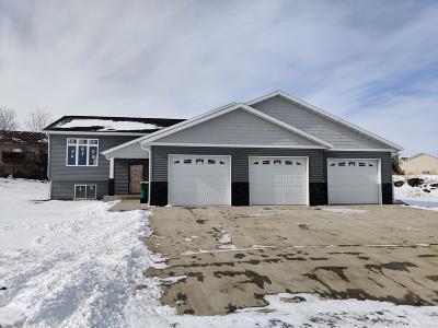 Mandan Single Family Home For Sale: 3907 Amari Loop NW