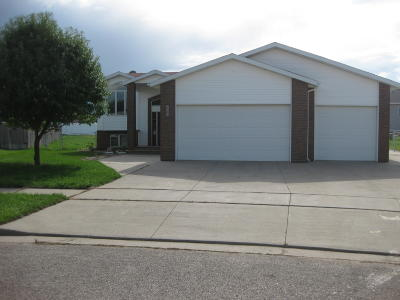 Mandan Single Family Home For Sale: 2411 Bender Place