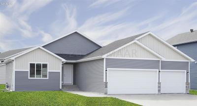 West Fargo Single Family Home For Sale: 950 Albert Drive W