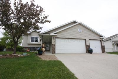 West Fargo Single Family Home For Sale: 876 Elmwood Place
