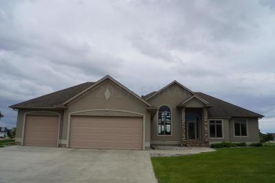 West Fargo Single Family Home For Sale: 331 Edgewater Drive