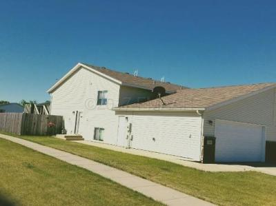 West Fargo Single Family Home For Sale: 1007 Oak Place