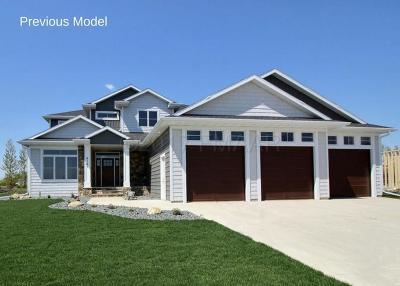 Fargo Single Family Home For Sale: 4736 Prairie Pond Crossing S