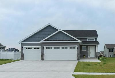 Fargo Single Family Home For Sale: 6059 Autumn Drive S