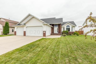 Fargo ND Single Family Home For Sale: $330,000