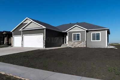 Fargo Single Family Home For Sale: 2603 Golden Valley Parkway S