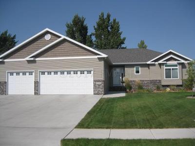 Fargo Single Family Home For Sale: 2737 Umber Court S