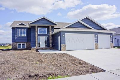West Fargo Single Family Home For Sale: 1110 Brooks Drive W