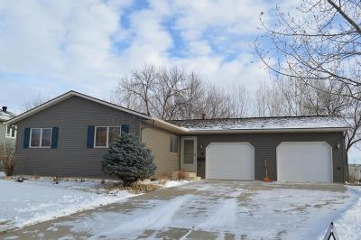 West Fargo Single Family Home For Sale: 35 Evergreen Circle