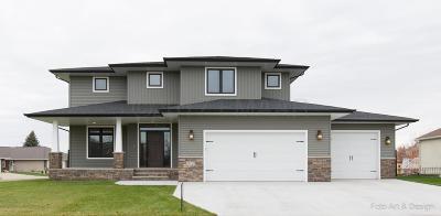 Moorhead Single Family Home For Sale: 512 11th Avenue N