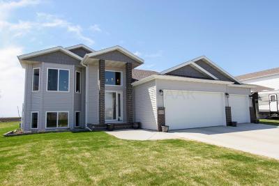 Moorhead Single Family Home For Sale: 1557 46th Avenue S