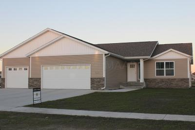 Fargo ND Single Family Home For Sale: $326,000