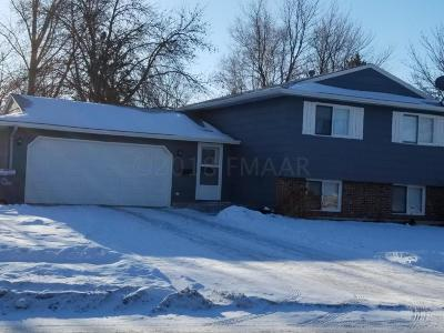 Single Family Home For Sale: 2509 Walnut Circle