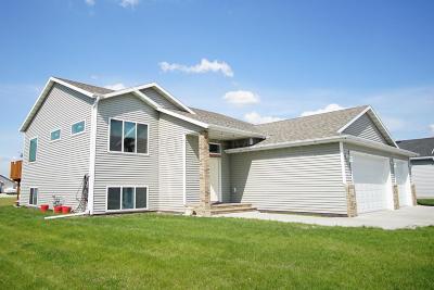 Fargo Single Family Home For Sale: 4965 Chelsea Lane S