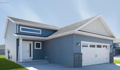 West Fargo Single Family Home For Sale: 5840 Deb Drive W