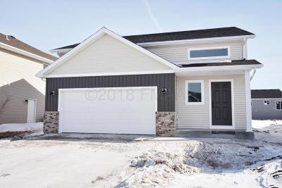 West Fargo Single Family Home For Sale: 5783 Deb Drive W