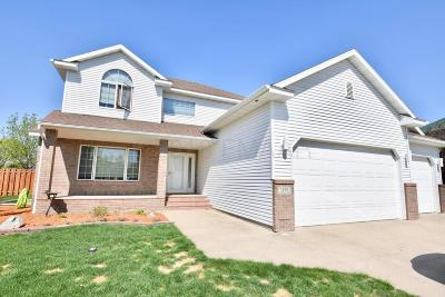 West Fargo Single Family Home For Sale: 1858 Charleswood Estates Drive