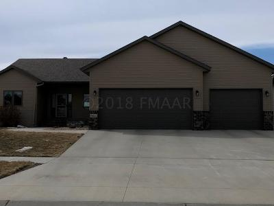 West Fargo Single Family Home For Sale: 3824 Reserve Drive E