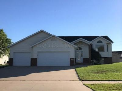 West Fargo ND Single Family Home For Sale: $299,900
