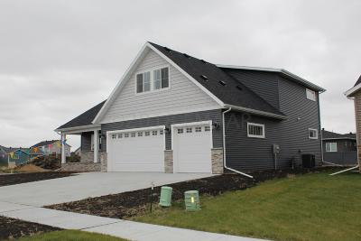 Fargo Single Family Home For Sale: 3696 Crimson Loop S