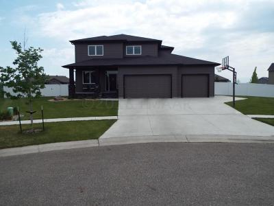 West Fargo Single Family Home For Sale: 421 Persimmon Place W