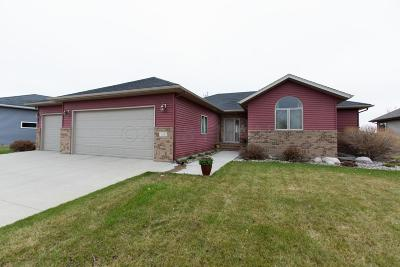 Moorhead Single Family Home For Sale: 551 Queens Court