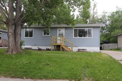 West Fargo Single Family Home For Sale: 825 10 1/2 Avenue W
