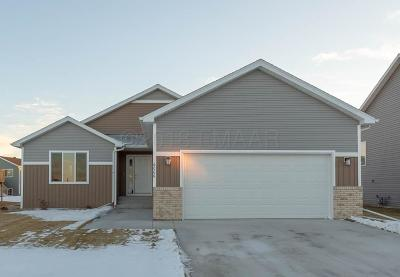 Fargo Single Family Home For Sale: 6066 Autumn Drive S