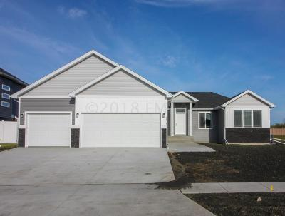 West Fargo Single Family Home For Sale: 2414 N Pond Drive E