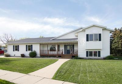 West Fargo Single Family Home For Sale: 932 Sommerset Boulevard