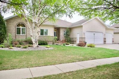 West Fargo Single Family Home For Sale: 1727 Charleswood Estates Drive
