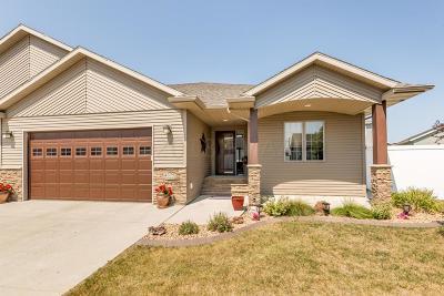 Fargo Single Family Home For Sale: 4375 Estate Drive S