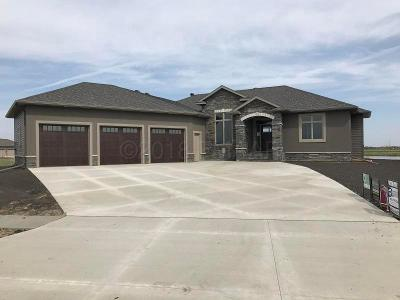 West Fargo Single Family Home For Sale: 2509 North Pond Drive E