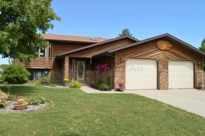 Moorhead Single Family Home For Sale: 3310 Village Green Drive