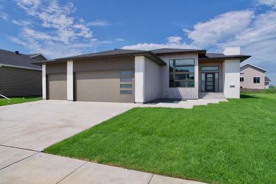 Fargo Single Family Home For Sale: 3676 Crimson Loop S