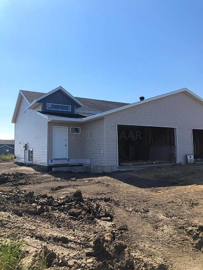 West Fargo Single Family Home For Sale: 1059 Barnes Drive W