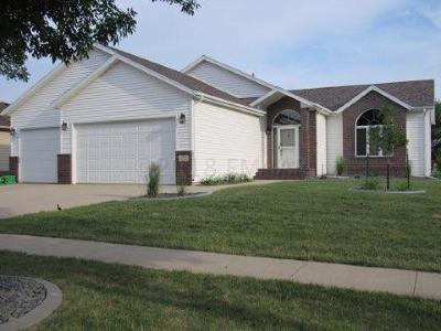 West Fargo Single Family Home For Sale: 713 Lakeridge Drive