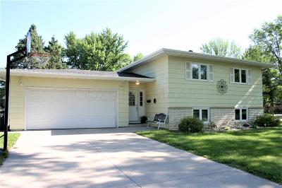 Fargo Single Family Home For Sale: 72 Meadowlark Lane N