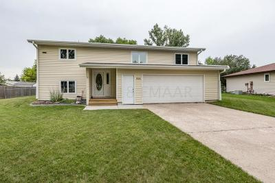 West Fargo Single Family Home For Sale: 814 Dolores Drive