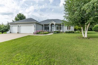 West Fargo Single Family Home For Sale: 1792 Charleswood Estates Drive