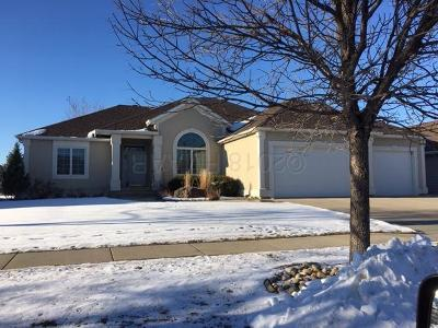 West Fargo Single Family Home For Sale: 1835 Charleswood Estates Drive