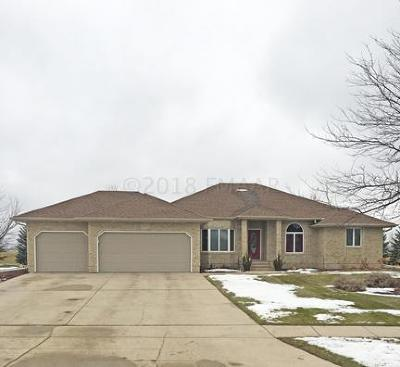 Fargo Single Family Home For Sale: 2625 Meadow Creek Circle S