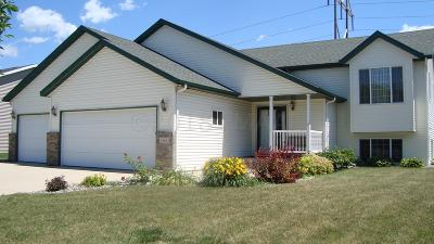 West Fargo Single Family Home For Sale: 1666 Oakwood Drive