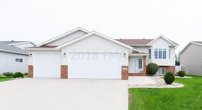 West Fargo Single Family Home For Sale: 4527 Westport Parkway