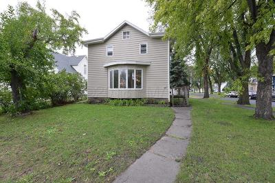 Fargo Single Family Home For Sale: 1442 8 Avenue S