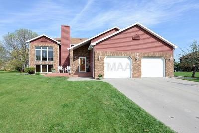 Moorhead Single Family Home For Sale: 3220 Village Green Drive